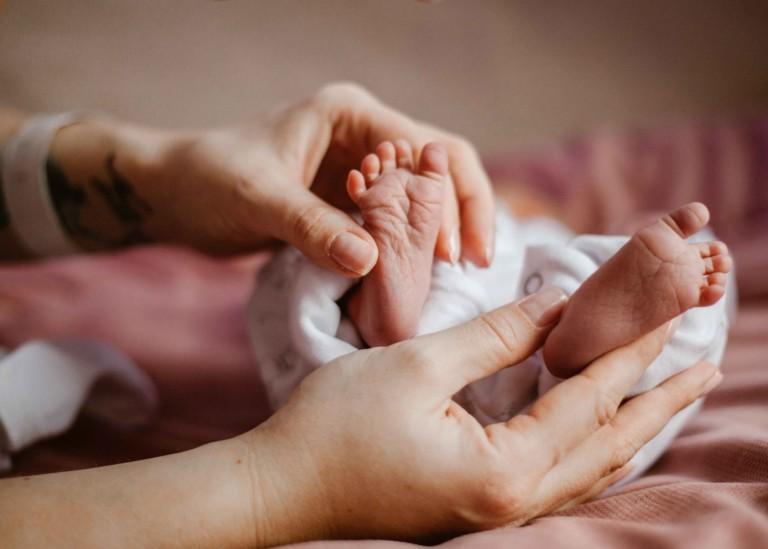 pierwsze48 sesja noworodkowa w szpitalu projekt48 wyprawka szpital karowa sw. zofii babyshower prezent ciaza 24 tydzien 26 tydzien 28 tydzien rodzicielstwo bliskosci polozna
